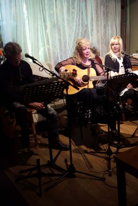 Laura singing with Paula and Terry at The Carrot Café