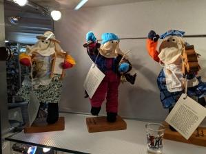Mummer statues