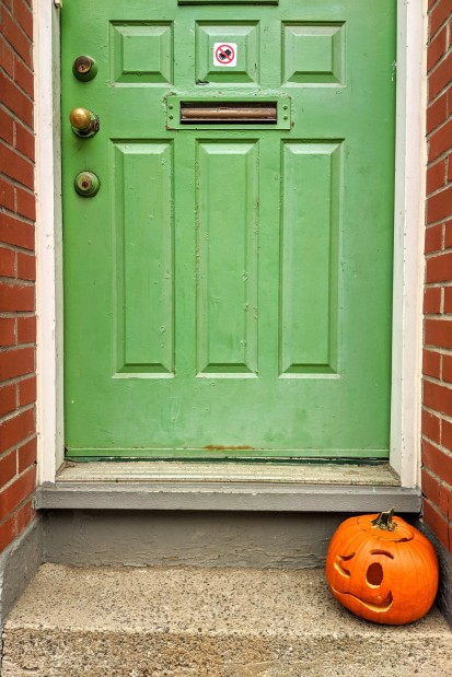 Green door/pumpkin